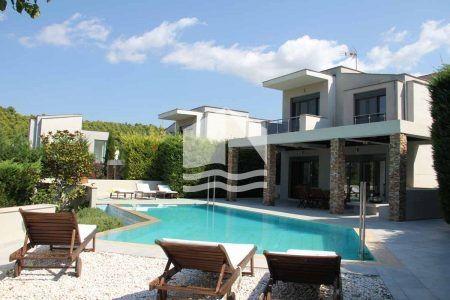 Pool Villa Vivo in Sani – pool area