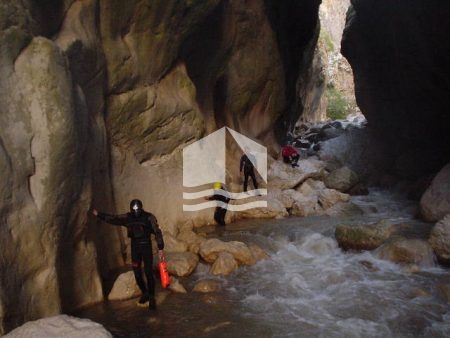 Canyoning Portitsa cave