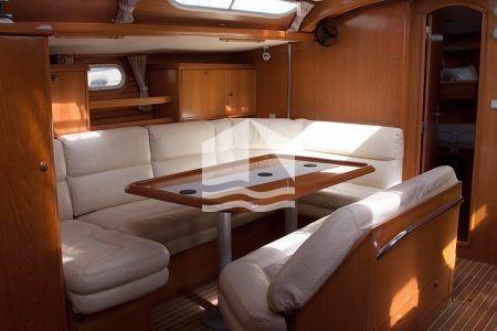 Iolkos Jeanneau 52.2 Sun Odyssey living area