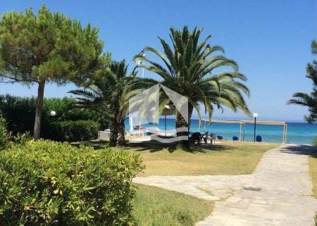 Τριώροφη κατοικία μπροστά στη θάλασσα Πευκοχώρι της Χαλκιδικής