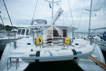 lady dom catamaran 400s2 πίσω όψη