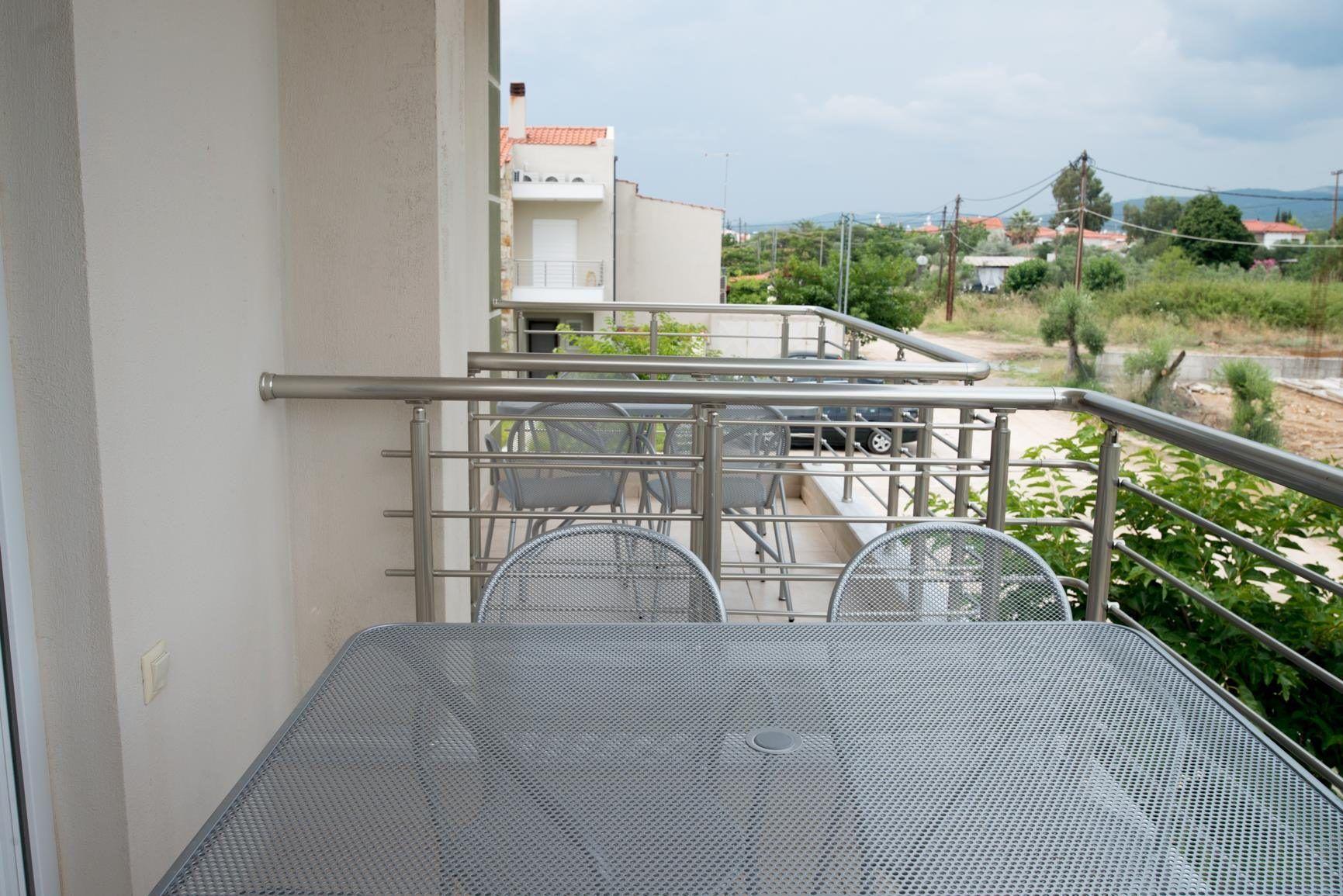 studio-nikiti-balcony