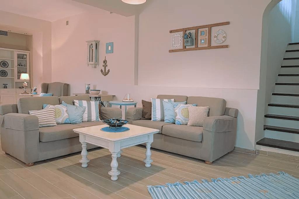 saloni villa ouranoupoli