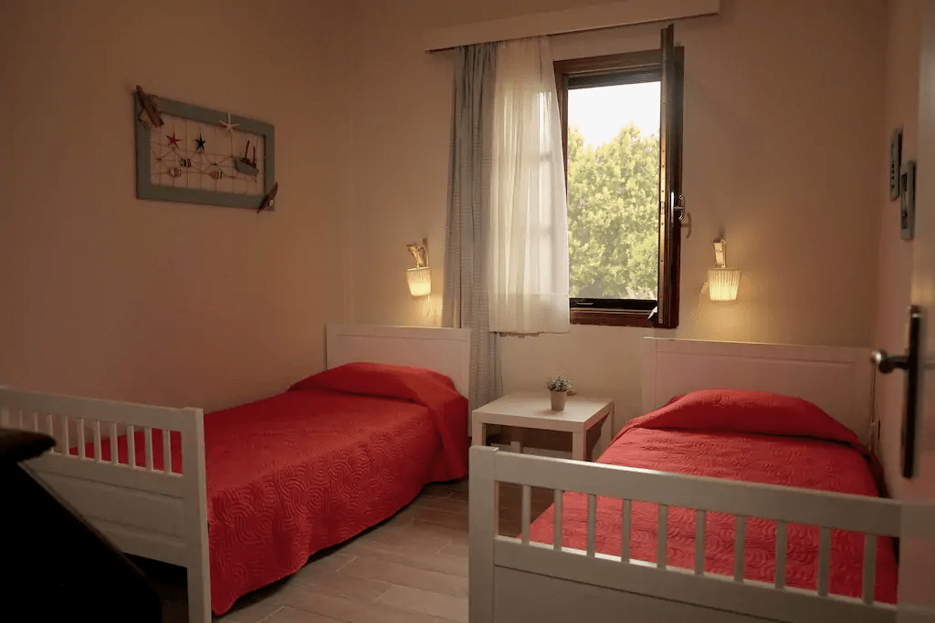 twin bedroom ouranoupoli