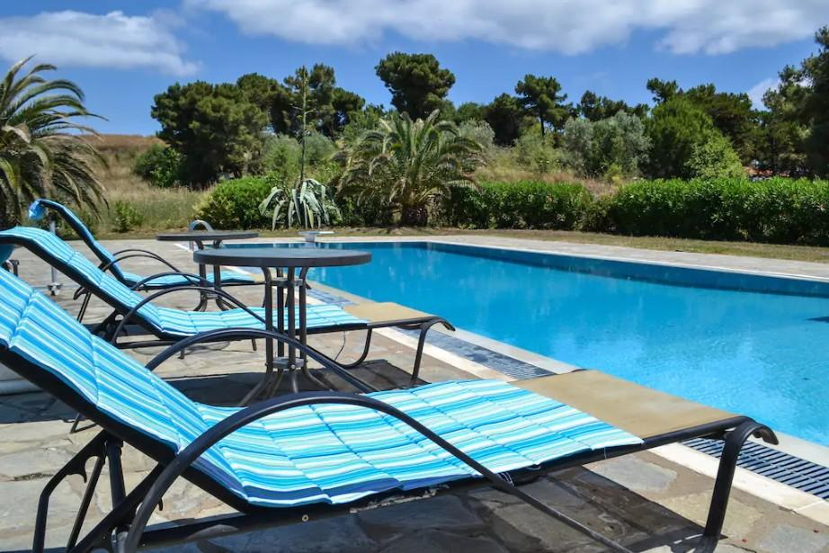 villa with pool ouranoupoli
