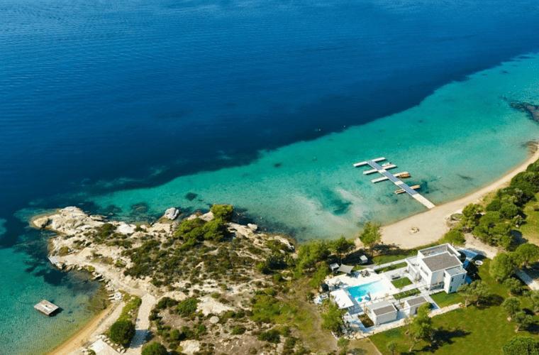 luxurious villa diaporos