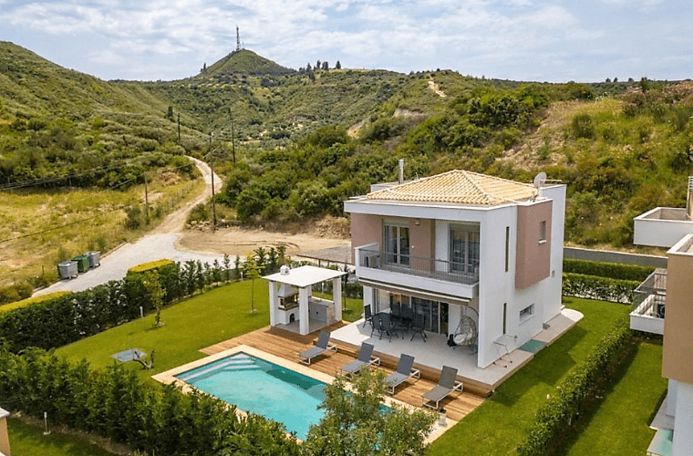 luxurious villa mira mare