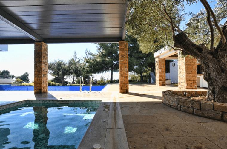luxurious villa in Siviri