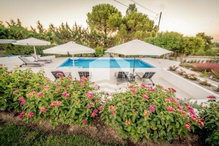villa-kriopigi-rentaway-garden